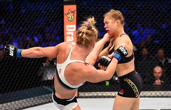 Holly Holm beats Ronda Rousey