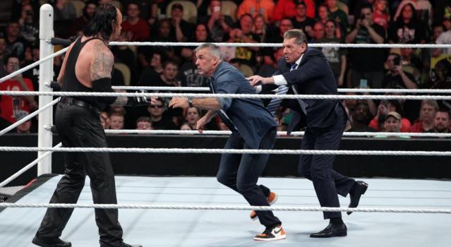 Undertaker chokeslams Shane McMahon